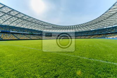 Naklejka Panoramiczny widok na stadion piłkarski i miejsca na stadionie