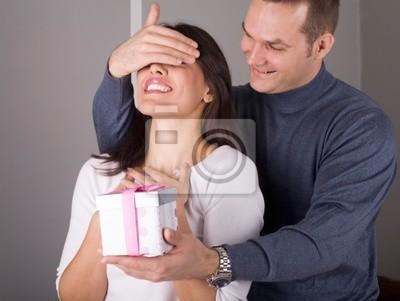 para zakochanych obchodzimy z darem