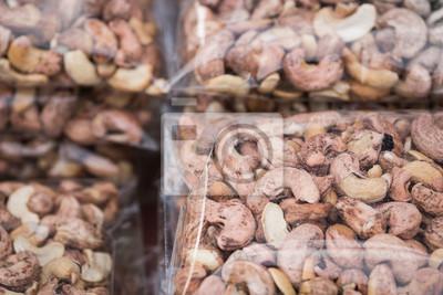 pieczone orzechy nerkowca pakowane w folię