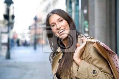piękna kobieta gospodarstwa torby na zakupy