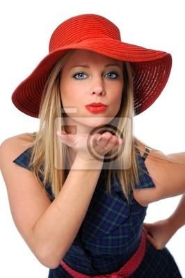 Piękna młoda kobieta dmuchanie buzi