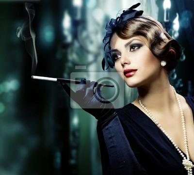 Piękna młoda kobieta w klasycznym stylu