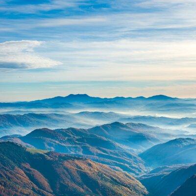 Naklejka Piękne niebieskie góry i pagórki