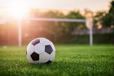 Piłka nożna słońca / Football w zachodzie słońca