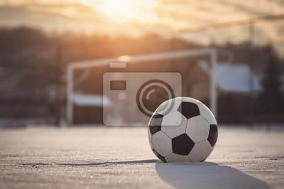 Piłka nożna słońca w zimie