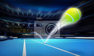 piłka tenisowa ace strajk na niebieskim dworze w motion blur