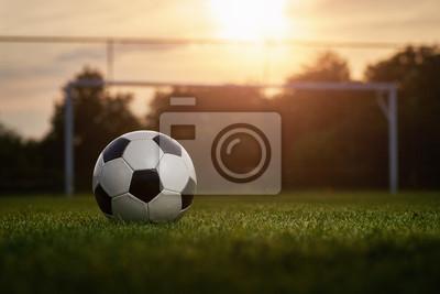 Piłka w zachodzie słońca