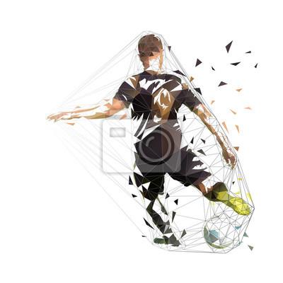 Piłkarz w czarnej koszuli kopanie piłki, streszczenie wektor low poly rysunek. Piłka nożna, odosobniona geometryczna kolorowa ilustracja
