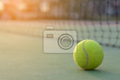 Naklejka Piłki tenisowe na kortach tenisowych