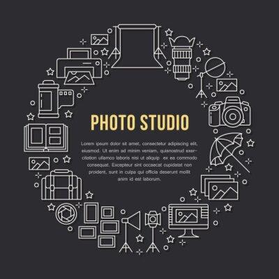 Plakat sprzęt fotograficzny z ikonami płaskiej linii. Aparat cyfrowy, zdjęcia, oświetlenie kamer wideo, karta pamięci akcesoriów fotograficznych, statyw. Ilustracja koło wektor, koncepcja broszury pho