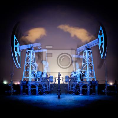 Platformach wiertniczych w nocy.