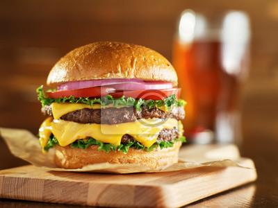 Naklejka podwójny serowy burger z piwem