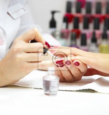 Proces Manicure ... Kobieta ręce ...