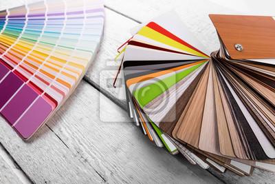 projekt wnętrz - próbki kolorów i materiałów drzewnych na stole