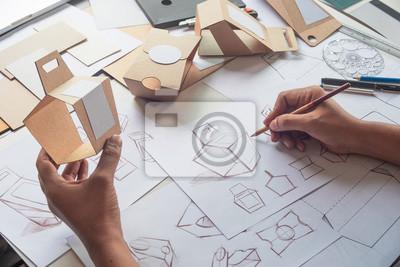 Naklejka Projektant szkicowania rysunku projektu Brązowy karton karton produkt papierowy eco opakowania makieta szablon rozwoju szablon opakowania Etykieta. koncepcja studio projektanta.