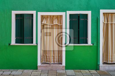 Przód zielonego domu na wyspie Burano. Włochy, Wenecja
