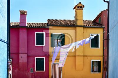 Przód żółci i czerwieni domy na wyspie Burano. Wenecja, Włochy