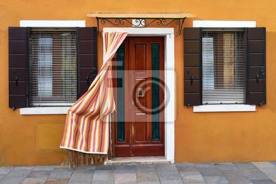 Przód żółty dom na wyspie Burano. Wenecja, Włochy