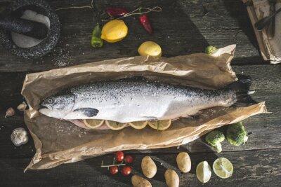 Naklejka Przygotowanie całego łososia rybę do gotowania