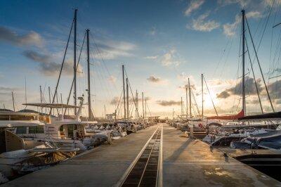 Naklejka Przystań jachtowa wschód słońca