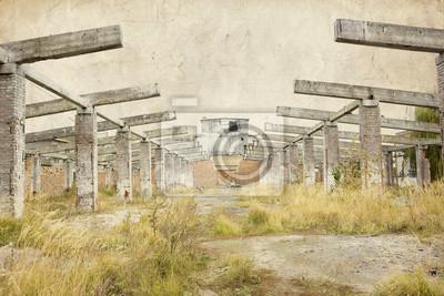 puste wnętrze opuszczony budynek przemysłowy
