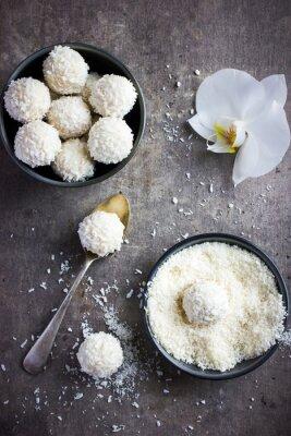 Naklejka pyszne homamade białej czekolady i cukierki kokosowe kulki
