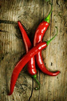 Red Hot Chili Peppers na drewnianym tle
