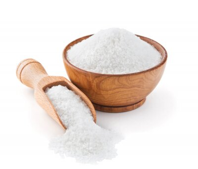 Naklejka Regularne soli kuchennej w drewnianej misce