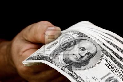 ręka trzyma pieniądze