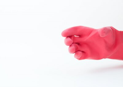 ręka z czerwonym rękawice gumowe gospodarstwa na białym tle