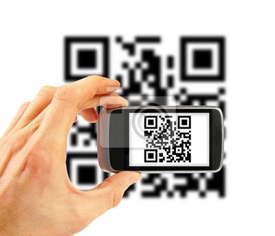 Ręka z telefonu komórkowego do skanowania kodu QR
