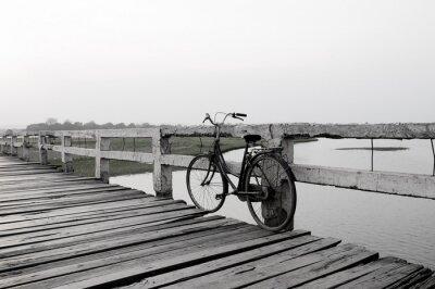 Naklejka Rower na drewniany most