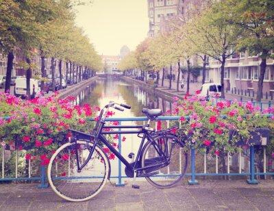 Naklejka rowerów na moście