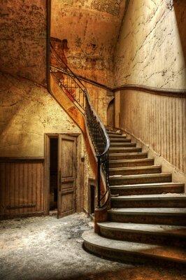 Naklejka Rozkładających się schody w opuszczonym biurze centralnym