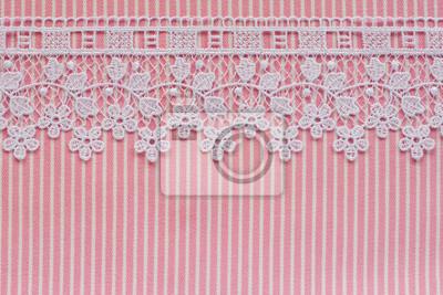 Różowe i białe koronki z kwiatów denim
