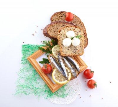 Naklejka sardynek na plasterek chleba