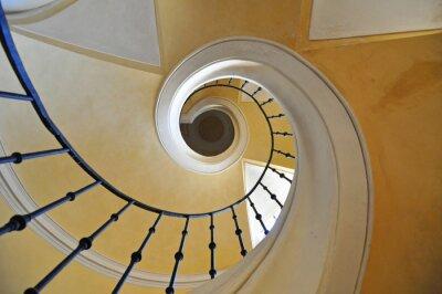 Naklejka Schody spiralne element architektoniczny zabytkowym budynku