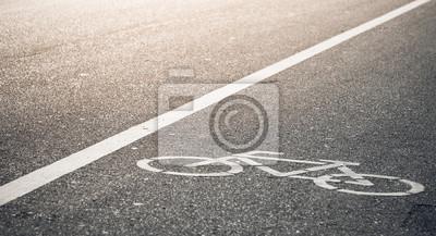 ścieżka rowerowa w wieczornym słońcu