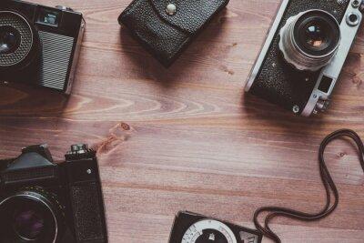 Skład Z sowieci - zrzeszeniowi rocznik kamery filmowe i ekspozci metr na Drewnianym tła pojęciu Retro Stylowy Odgórny widok
