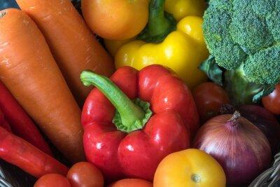 Słodkie czerwone papryki z grupą warzyw.Healthy żywności