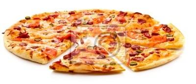 Smaczne włoskiej pizzy na białym