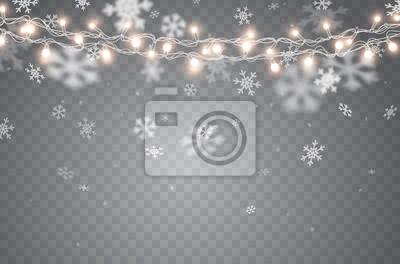 Śnieg z rozjarzonymi bożonarodzeniowe światła odizolowywającymi na przejrzystym tle. Opady śniegu, spadające białe płatki śniegu i sznurki girland Xmas.