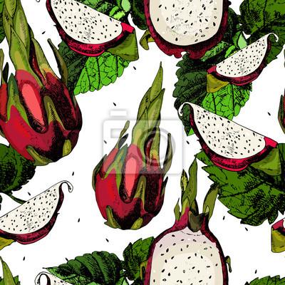 Soczyste owoce pitahaya na białym.