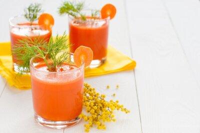 Naklejka Sok z marchwi w okularach i mimozy branży