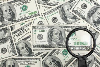 Spójrz przez lupę na pieniądze
