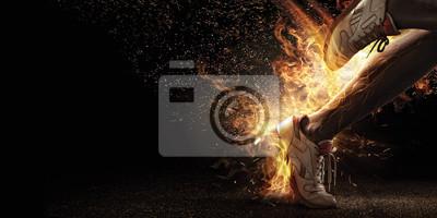 Naklejka Sport. Runner. Widok z boku z jogger nogi z mocą w żyłach odizolowane na czarno. Ogień i energii