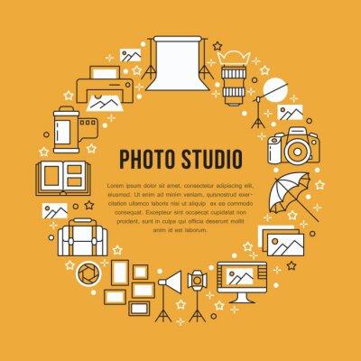 Sprzęt fotograficzny plakat z ikonami płaskiej linii. Aparat cyfrowy, zdjęcia, oświetlenie kamer wideo, akcesoria fotograficzne, karta pamięci, statyw. Wektorowa okrąg ilustracja, pojęcie dla photostu