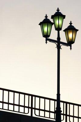 Naklejka Stare ulicy latarni przed zmierzchu tle
