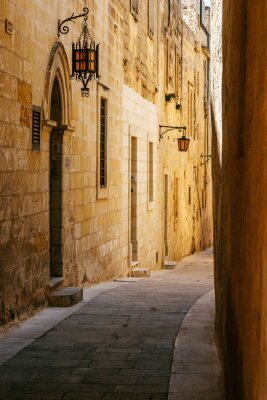Naklejka Starożytna wąska ulica w Mdina maltańskim