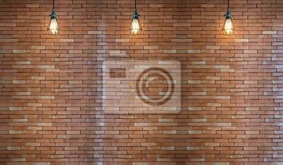 Stary pokój wewnętrzny z cegły i trzy światła plamy